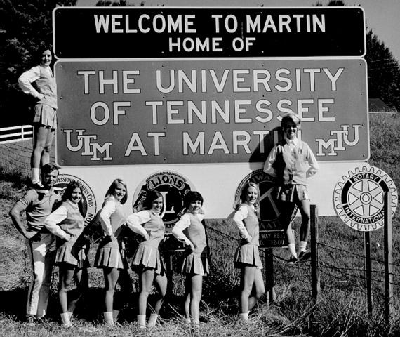 Cheerleaders :: The University of Tennessee-Martin